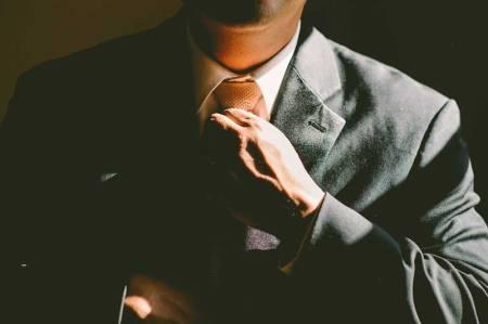 hombre_con_corbata